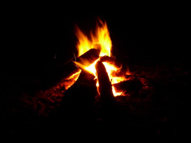 4b3MosambikLagerfeuer